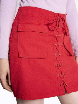Červená džínsová minisukňa so šnurovaním na prednom diele