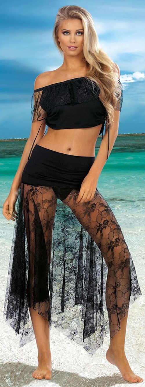 Priesvitná čierna čipkovaná sukňa cez plavky