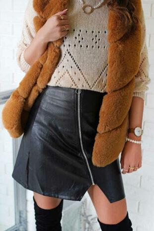 Čierna krátka koženková sukňa s asymetrickým zipsom