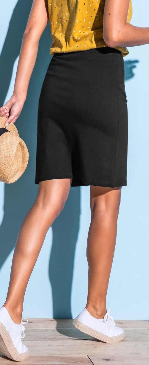 Jednofarebná rovná čierna dámska sukňa