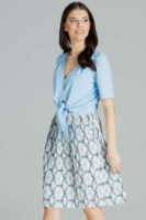 Plisovaná dámska sukňa v modernom vzore v dĺžke ku kolenám