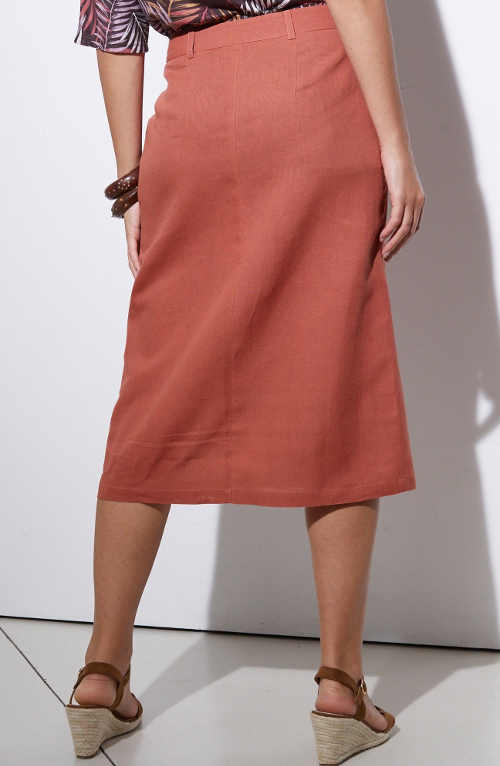 Rovná dámska sukňa ku kolenám na gombíky