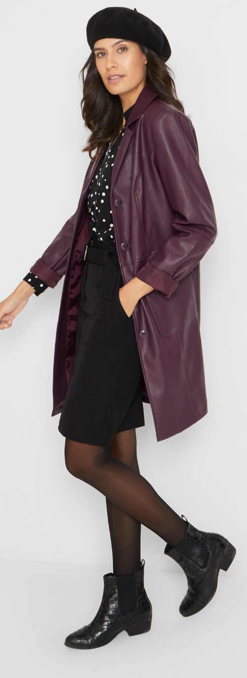 Čierna sukňa s dĺžkou nad kolená a vreckami