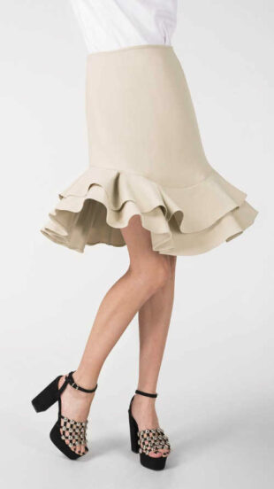 Luxusné béžová spoločenská sukňa s vrstveným volánikom