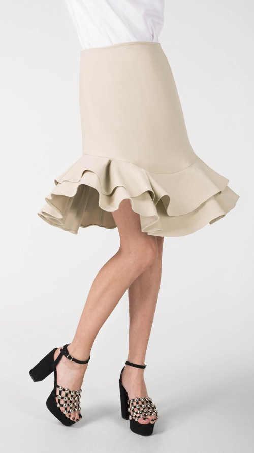 Luxusná béžová spoločenská sukňa s vrstveným volánikom