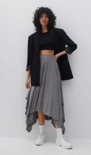 Asymetrická sukňa s elastickým pásom v sivej farbe
