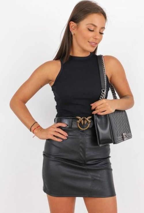 Dámska koženková sukňa s opaskom v mini dĺžke