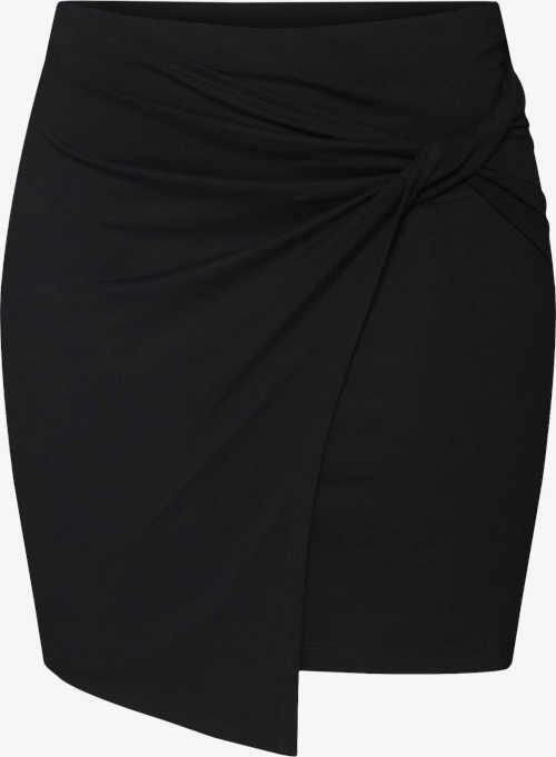 Krátka moderná sukňa pre ženy s asymetrickým lemom