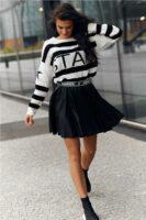 Trendy čierna krátka sukňa s pohodlným elastickým pásom