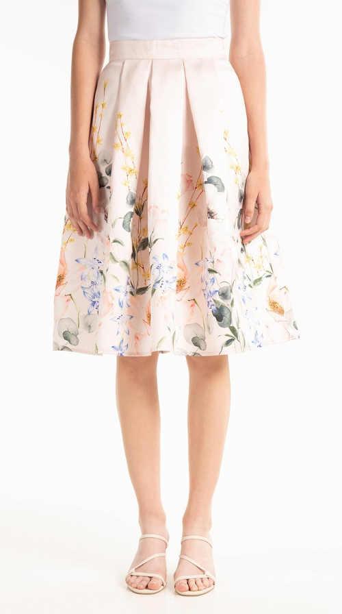 Áčková sukňa s kvetinovým vzorom v módnej midi dĺžke