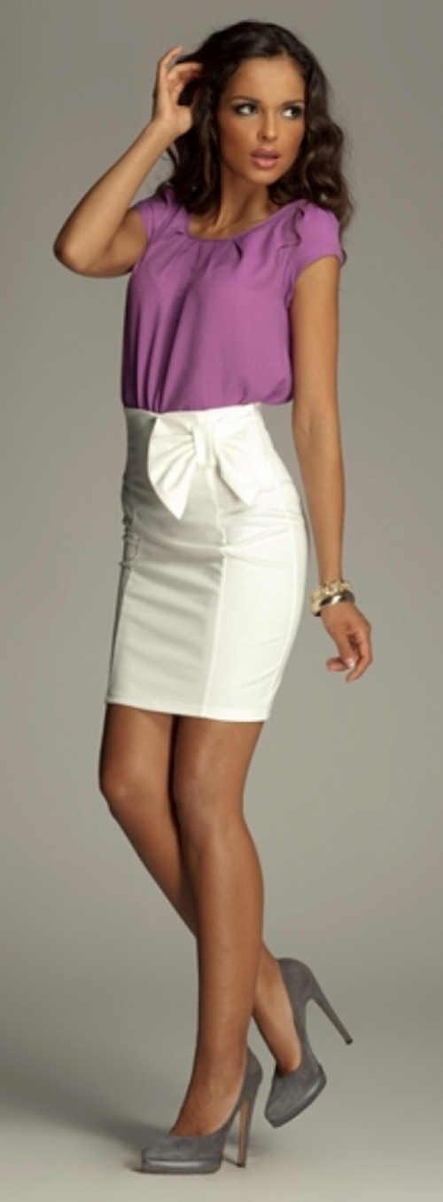 Biela krátka formálna sukňa s vysokým pásom a veľkou mašľou