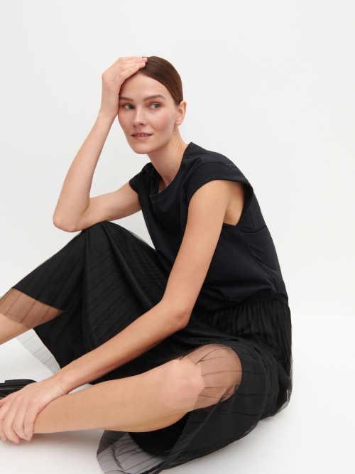 Čierna sukňa so spodničkou