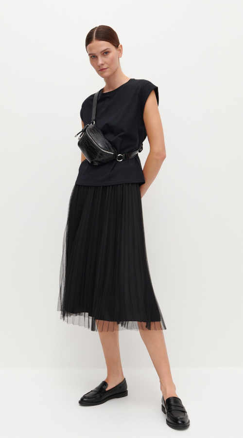 Čierna tylová plisovaná sukňa