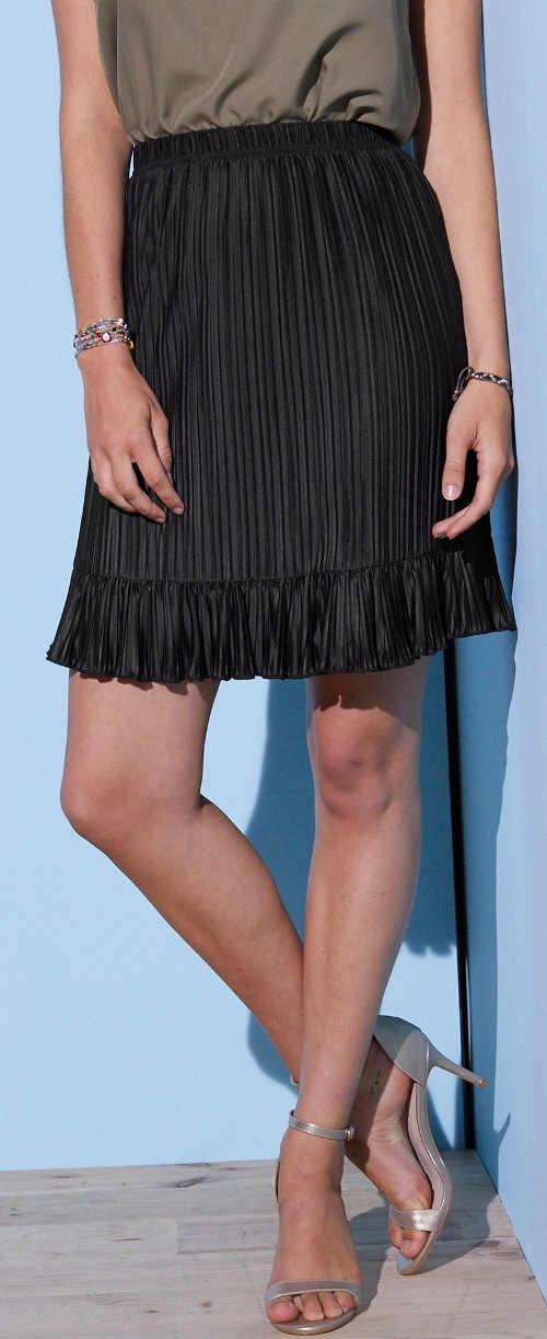 Dámska plisovaná sukňa v jednofarebnej čiernej farbe