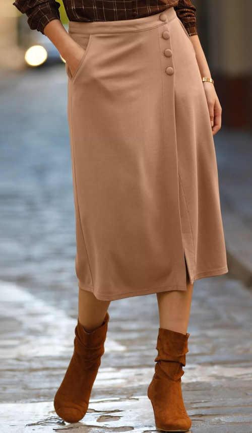 Dámska sukňa s karamelovými rukávmi v midi dĺžke