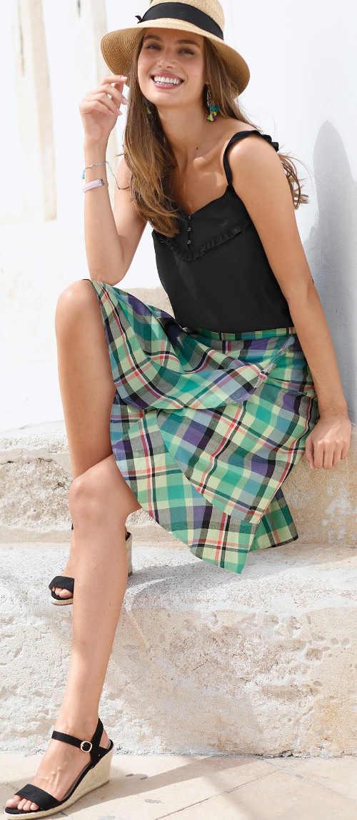 Károvaná volánová sukňa s dĺžkou po kolená