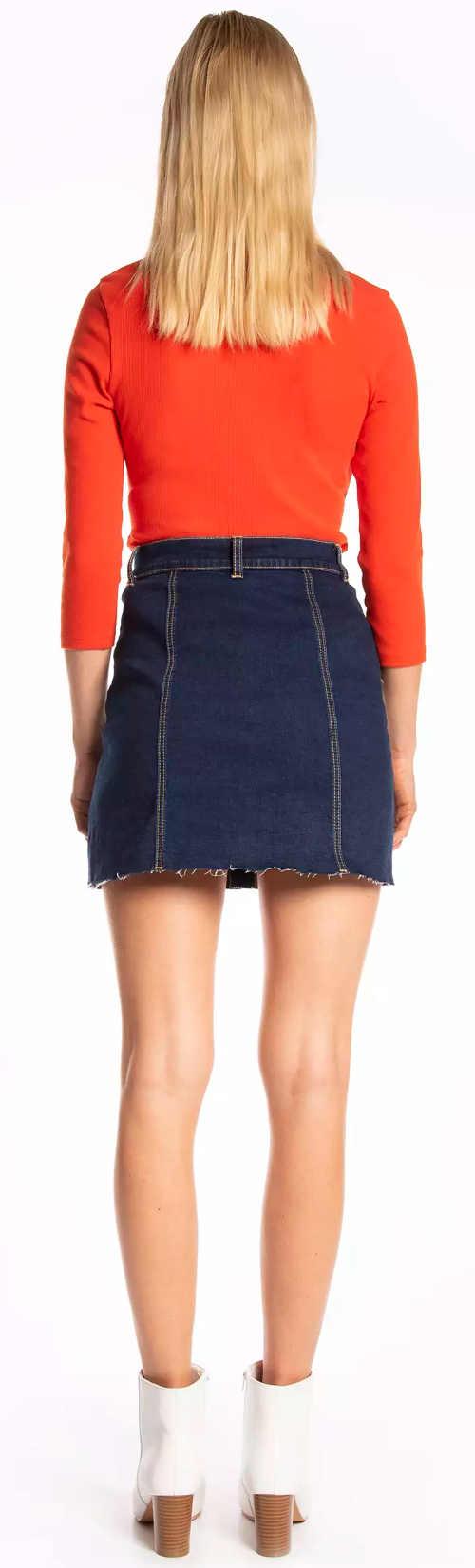 Krátka džínsová sukňa v tmavomodrej farbe