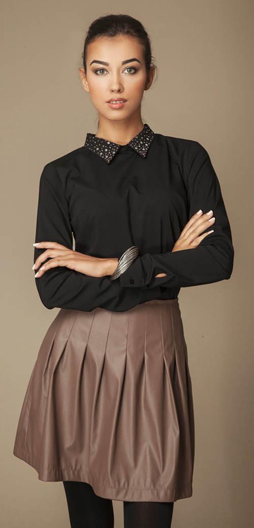 Lacná sukňa k čiernej blúzke