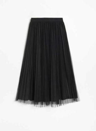 Plisovaná čierna tylová sukňa v modernej midi dĺžke