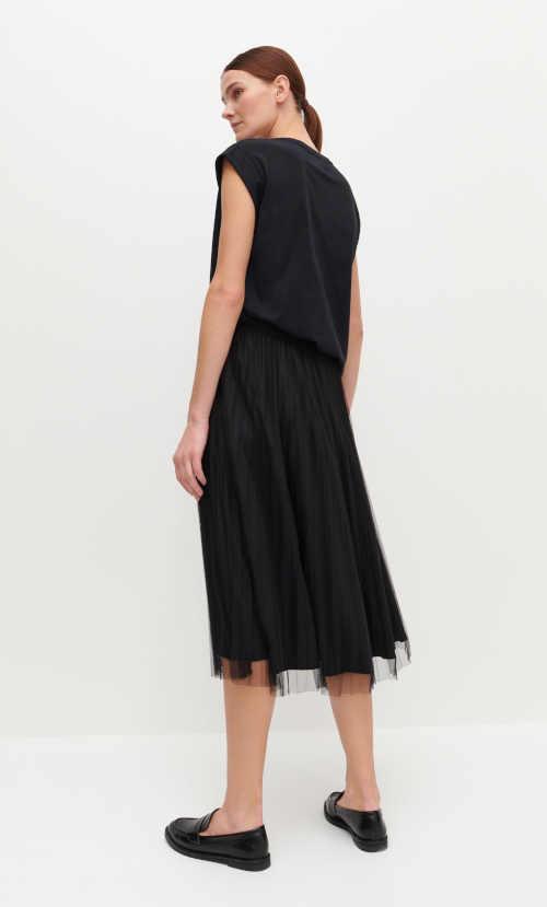 Skladaná čierna midi sukňa