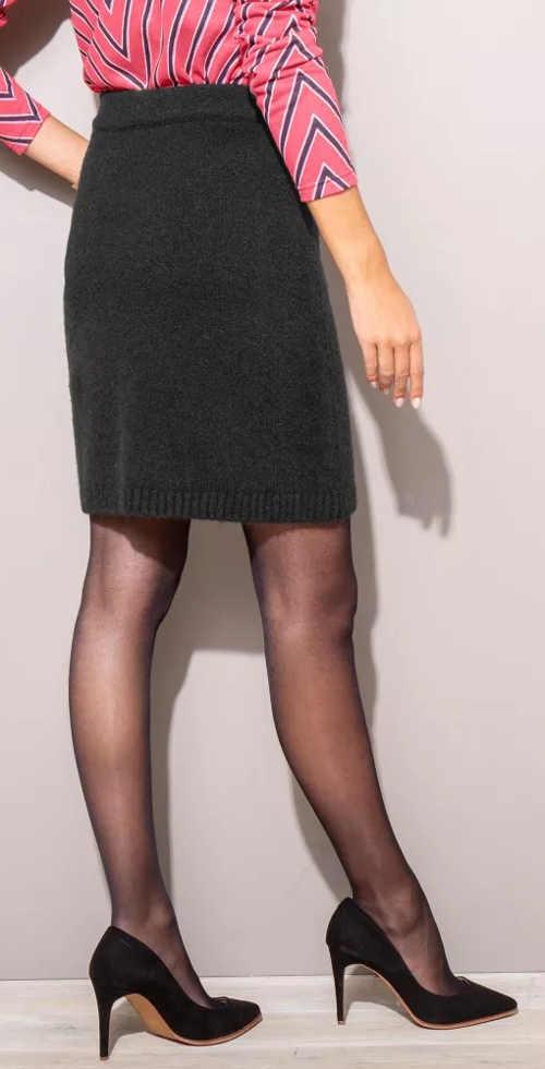 Čierna pletená sukňa pre ženy s dĺžkou nad kolená
