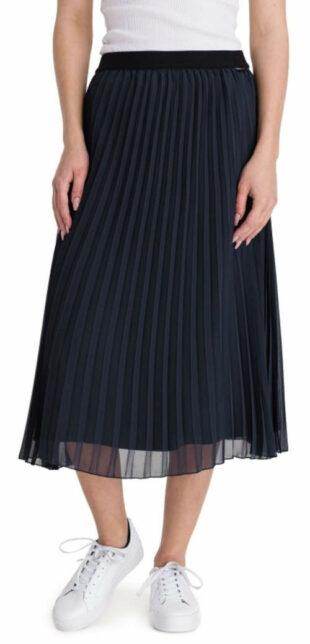 Čierna plisovaná sukňa v midi dĺžke