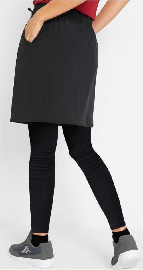 Čierna športová sukňa cez legíny