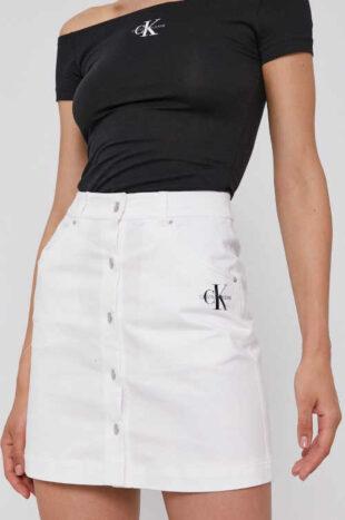 Džínsová sukňa Calvin Klein v krátkej dĺžke so zapínaním vpredu