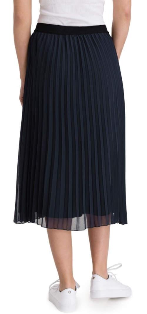 Jednofarebná čierna plisovaná sukňa s dĺžkou pod kolená