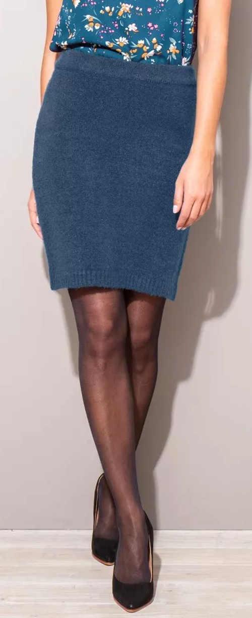 Modrá pletená dámska sukňa na jeseň a zimu